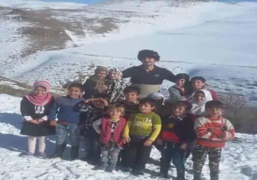 فریاد انسانیت در دل کوه/ تدریس عشق برای مبارزه با جهل در دل کوهستان