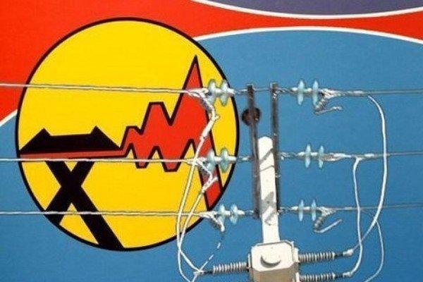 اجرای مانور ضربتی جمع آوری انشعاب های برق غیرمجاز در شهرستان خدابنده