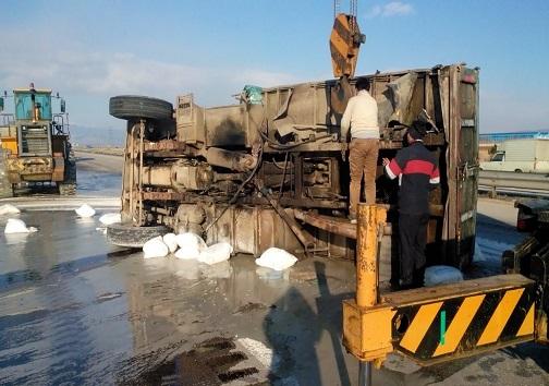 برخورد دو دستگاه کامیون در استان قزوین