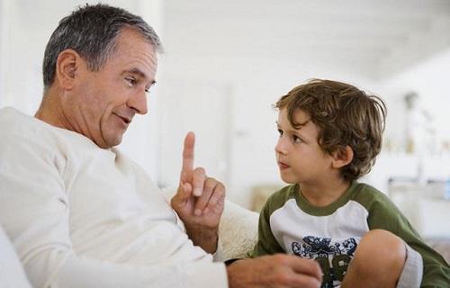 راهکارهای طلایی برای تربیت کودک حرف گوش کن/ با کودک خود همدلی کنید
