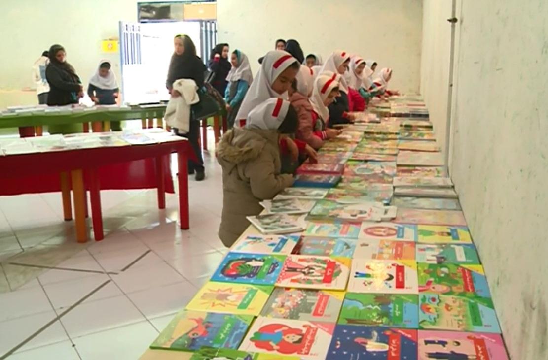 گشایش نمایشگاه کتاب و محصولات فرهنگی دردلیجان