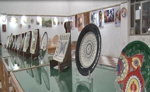 نمایشگاه نقاشی روی سرامیک در میبد افتتاح شد+تصاویر