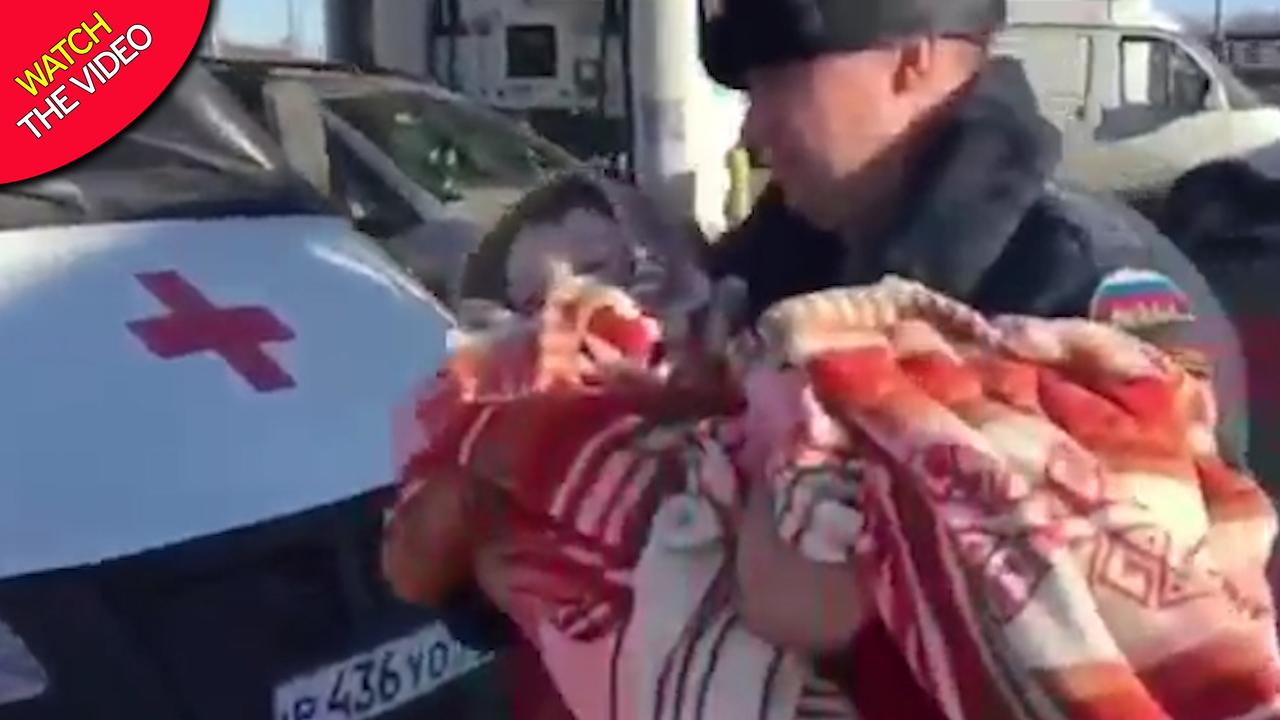 تنبیه جنون آمیز کودک خردسال توسط مادرش! + فیلم///
