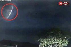 پدیدار شدن یوفو در آسمان پس از وقوع صاعقه! +فیلم