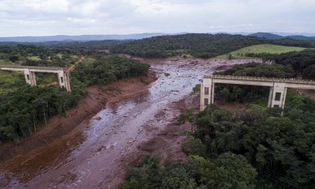 ۳۵۰ کشته و مفقود بر اثر شکستن سد در برزیل + تصاویر