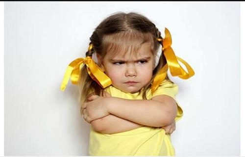 چرا کودکان به حرف والدین بیاعتنایی میکنند؟