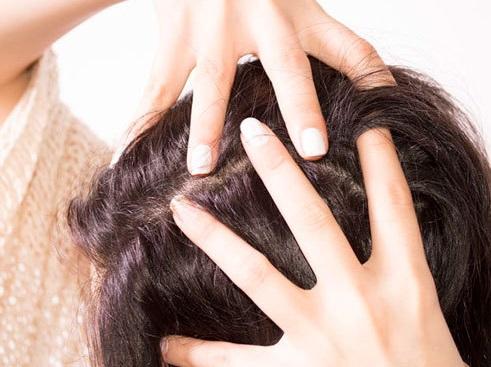 درمان ریزش مو با ترفندهای خانگی و ارزان قیمت/ روغنی که رشد موهایتان را چند برابر میکند