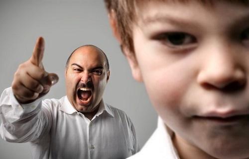 چگونه به کودکمان یاد دهیم به حرفهایمان گوش کنند؟