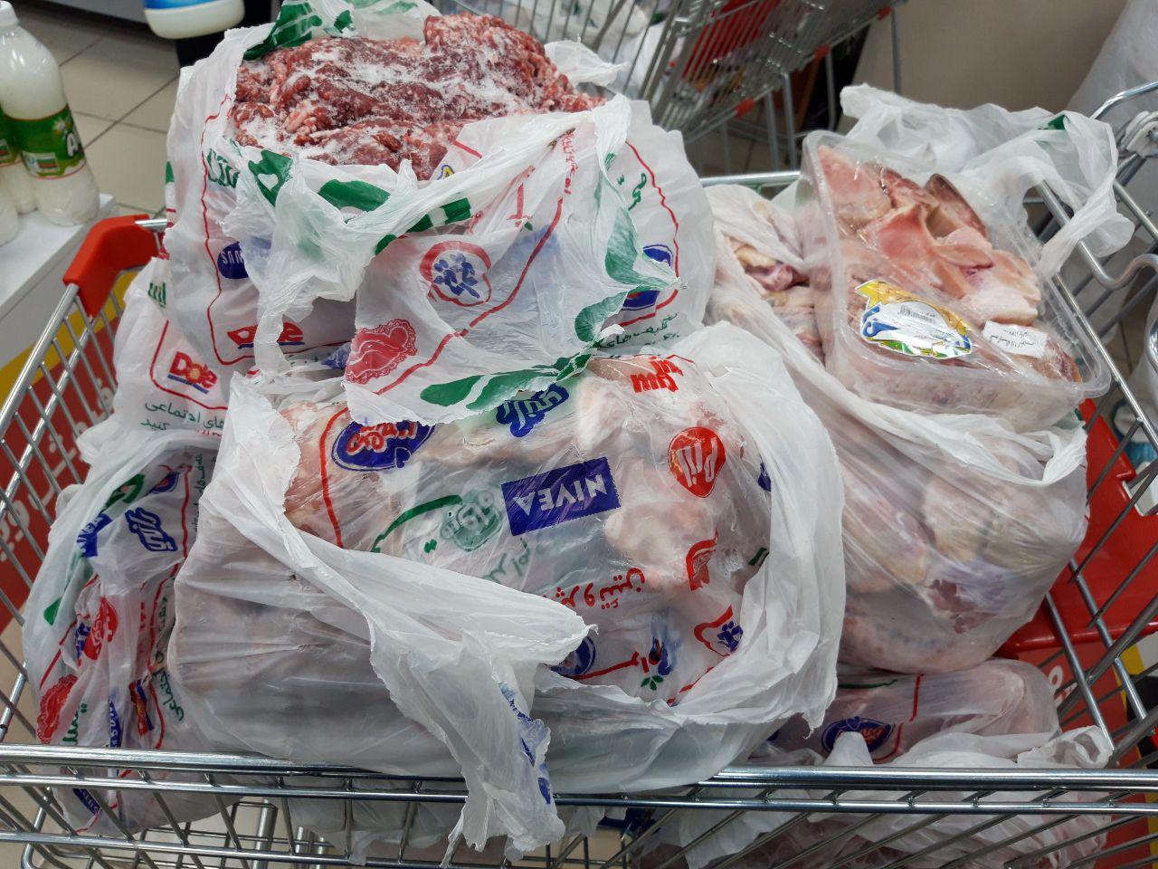 پلمپ فروشگاه زنجیرهای مشهور در غرب پایتخت/ گرانفروشی و عرضه گوشت مرغ فاسد از تخلفات این فروشگاه + عکس