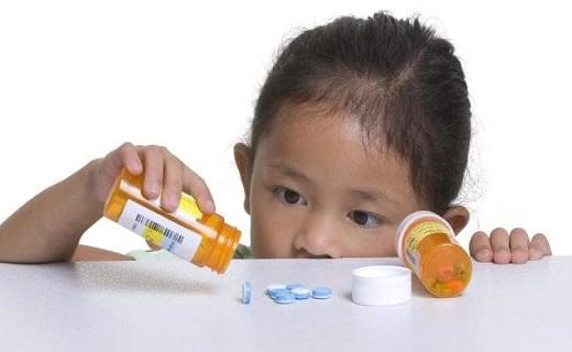 اقدامات درمانی خانگی هنگام مواجهه با مسمومیت کودکان / آیا نوشیدن شیر به رفع مسمومیت کمک میکند؟