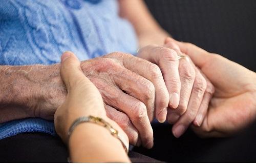پارکینسون؛ بیماری خطرناکی که در کمین افراد بالای ۵۰ سال است