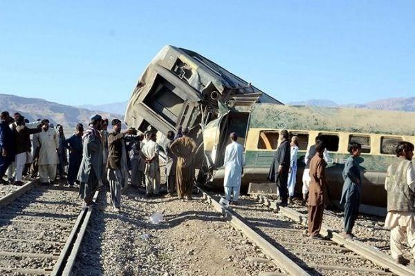 خروج یک قطار مسافری از ریل در ایالت بلوچستان پاکستان + تصاویر