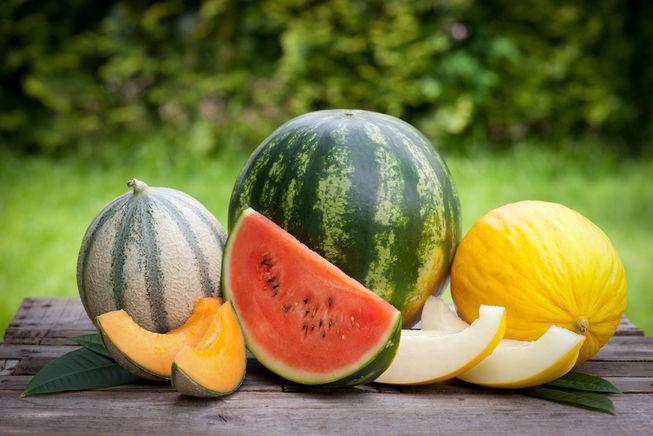 دو میوهای که نباید همزمان با غذا، خورده شود