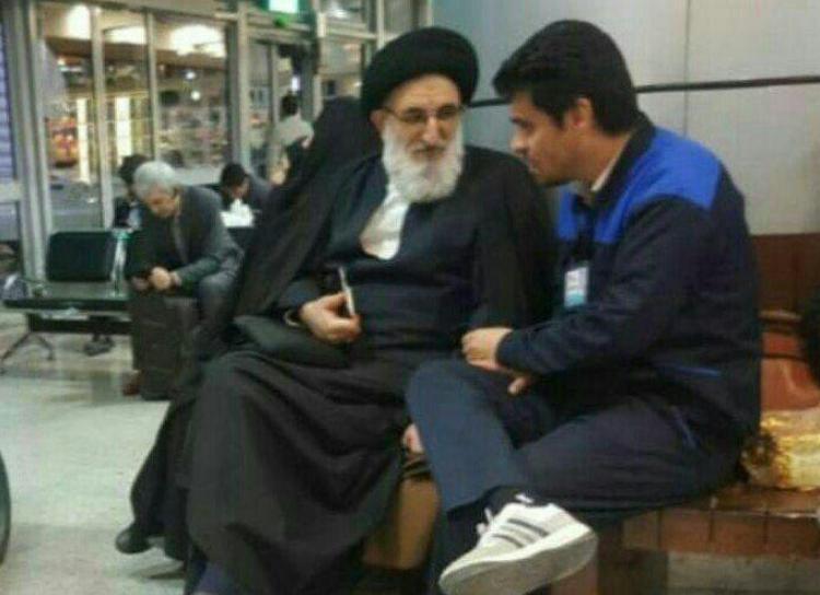 حضور بدون تشریفات نماینده ولی فقیه در ایستگاه راه آهن +تصویری