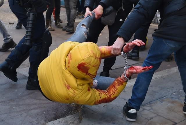مکرون از سرکوب خشونتآمیز معترضان فرانسوی دفاع کرد