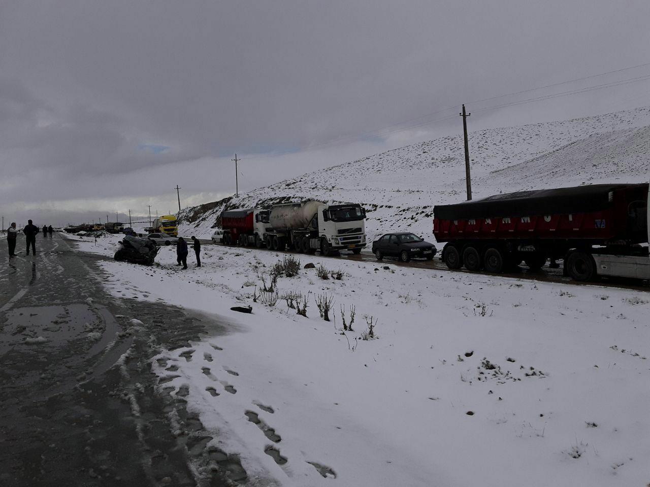 تصادف زنجیرهای در مسیر برفی