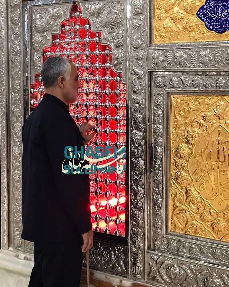 تصویری ویژه از حضور سردار سلیمانی در مرقد آیت الله محمدباقر حکیم