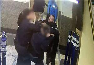دستگیری پلیس آمریکایی به دلیل کتک زدن یک بی خانمان + فیلم