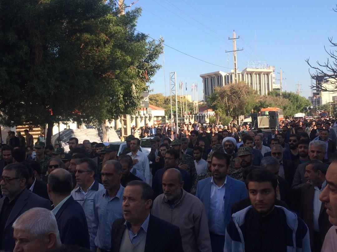 پیکر سه شهید نامدار دفاع مقدس بر دستان بوشهریها تشییع شد