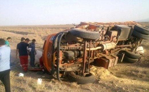 باشگاه خبرنگاران -واژگونی کامیون در محور سبزوار به نیشابور + عکس
