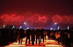باشگاه خبرنگاران - تصاویر روز: از برگزاری مراسم آتشبازی در چین تا زخمی شدن صورت رئیس کمیسیون اروپا