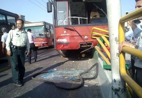 باشگاه خبرنگاران -تصادف اتوبوس در پایانه خاوران ۴ مصدوم بر جا گذاشت