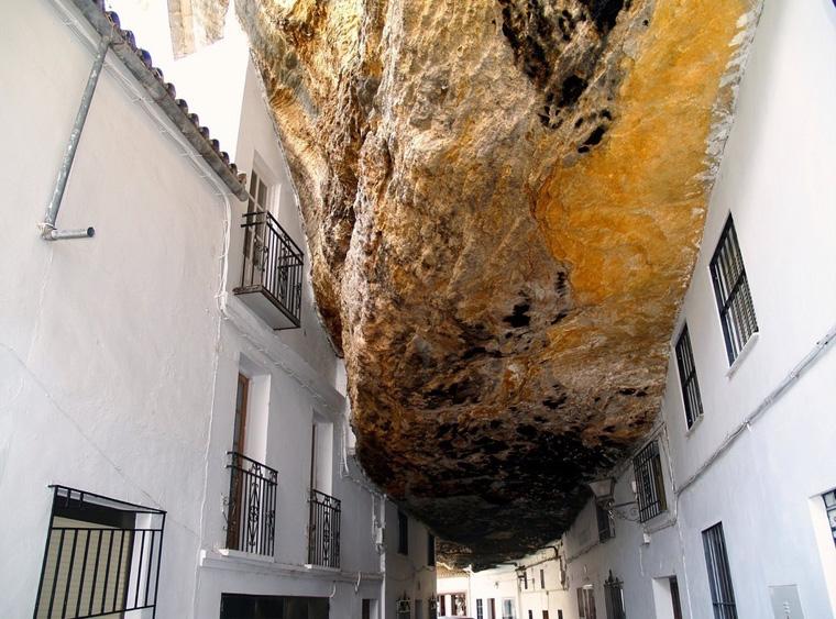 باشگاه خبرنگاران -مردم این شهر زیر یک صخره زندگی میکنند! + تصاویر