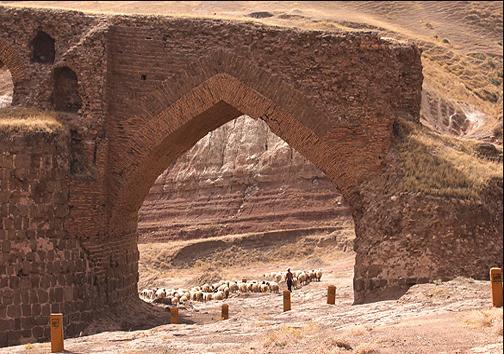 «گاومیشان»؛ بزرگترین پل تاریخی غرب کشور در انتظار گردشگران نوروزی
