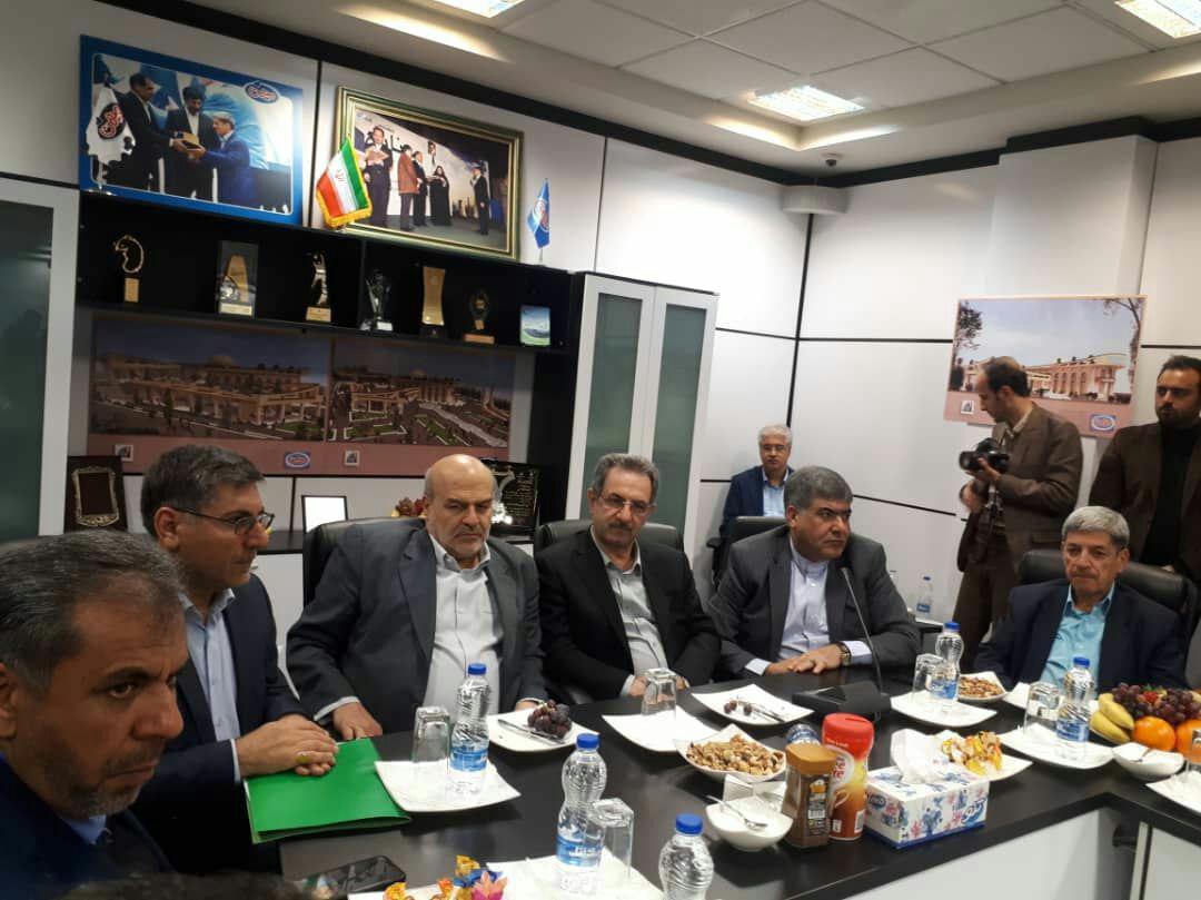 پذیرایی با آجیل ۲۰۰ هزار تومانی در مراسم افتتاح یک تصفیه خانه + عکس