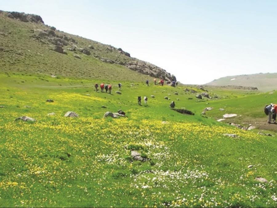 خنداب منطقه ای  روح نواز  با جاذبه های سبز گردشگری