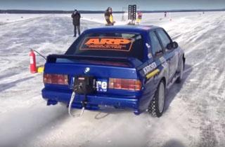 رکورد سرعت ۳۴۶ کیلومتر در ساعت روی یخ توسط بیامو قدیمی! +فیلم