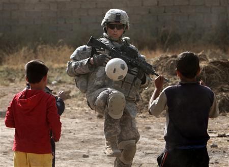 افشاگری نظامی سابق آمریکایی درباره نحوه رفتار با عراقیها| از پرتاب استخوان برای کودکان تا اجبار به برقراری رابطه جنسی