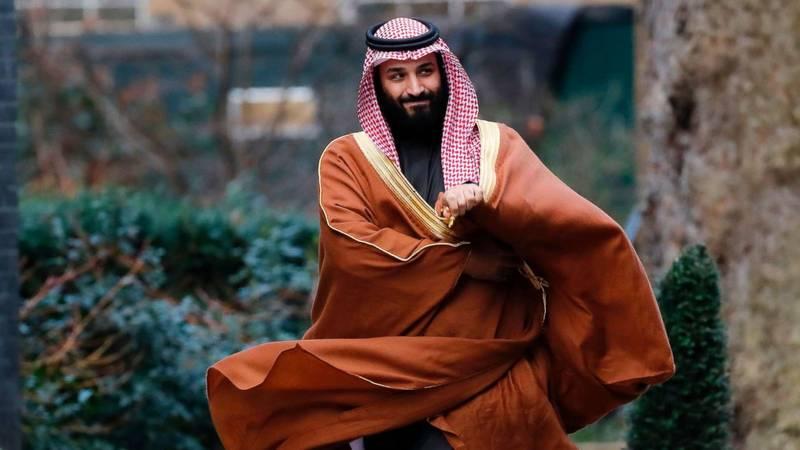 لاپوشانی اوضاع بد بن سلمان در سیاست خارجی با گاوهای وحشی و دختران خواننده! + تصاویر