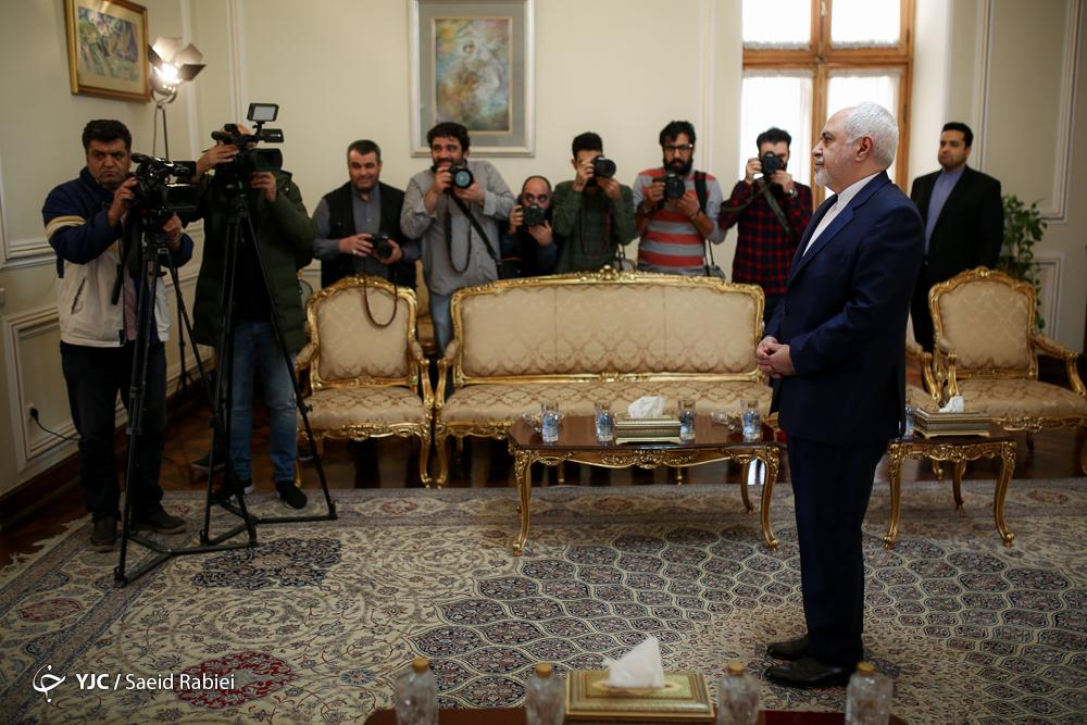 نماینده ویژه اشرف غنی در امور صلح با وزیر خارجه ایران دیدار کرد