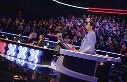 اسکیتسواری امین حیایی روی آنتن تلویزیون!/ کنایه یک شرکتکننده به علیخانی برای دریافت وام میلیاردی + فیلم