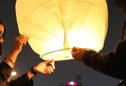 بالن آرزوها خانه بازیگر زن ایرانی را به آتش کشید +فیلم