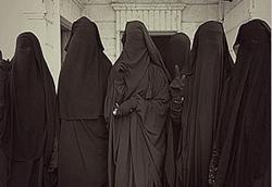 تروریستهای داعشی به لباسهای زنانه روی آوردند! +فیلم