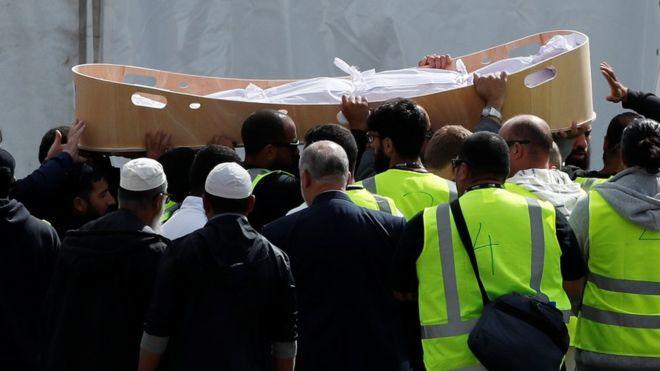 خاکسپاری اولین گروه از قربانیان حمله تروریستی نیوزیلند