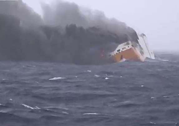 باشگاه خبرنگاران - حریق کشتی حامل  ۲۰۰۰ خودرو در آبهای فرانسه + فیلم