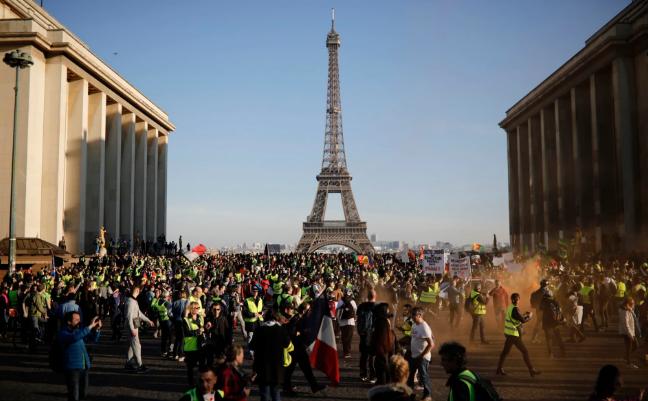 تصاویر روز: از عکس دسته جمعی افسران زن هندی تا ادامه اعتراض جلیقه زردها در فرانسه