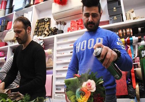 رونق بازار گل و شیرینی در روز مادر به روایت تصویر