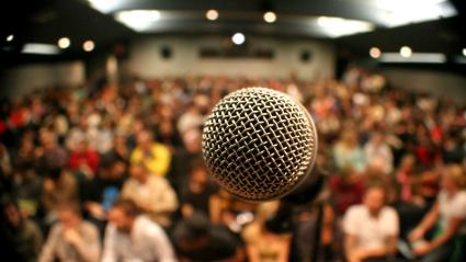 چگونه در میان عموم سخنرانی کنیم؟