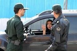 توهین وقیحانه خانم کشف حجاب کرده و تحمل تحسین برانگیز پلیس +فیلم