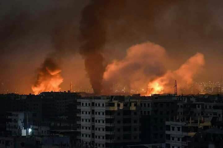 حمله هوایی به دو پایگاه نظامی در سوریه/ گزارشها از شهادت دستکم ۴۰ نفر حکایت دارد+ فیلم و عکس