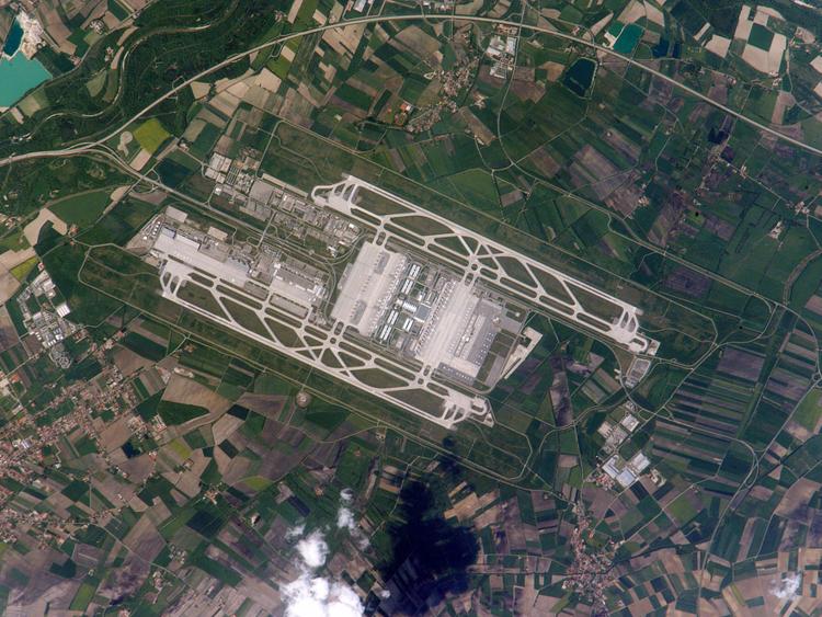 فرودگاه های جهان عکس هوایی عکس های دیدنی عکس های جالب و زیبا عکس ناسا تصاویر دیدنی جهان پربازدیدترین تصاویر بزرگترین فرودگاه های جهان