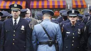 خوشگذرانی عجیب و مضحک ماموران پلیس آمریکا+فیلم