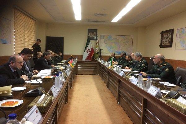 ایران و افغانستان همسایگان خوبی برای یکدیگر هستند و مشکلی بین دو ملت وجود ندارد