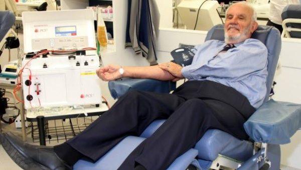 خون این مرد جان بیش از دو میلیون نوزاد را نجات داده است!+ تصاویر