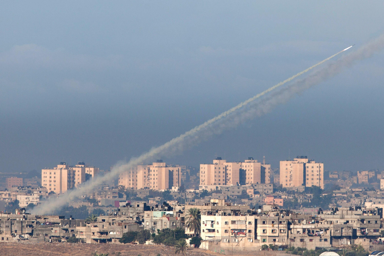 گنبد سوراخ آهنین و تیری که در سوریه به سنگ خورد