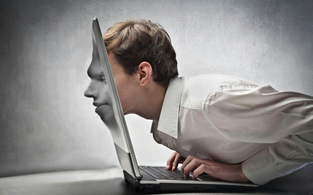 تولد، رشد و مرگ در فضای مجازی/ مکالمه در خانوادهها به کمتر از ۱۵ دقیقه رسید